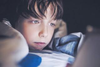 tips bermain pubg mobile di malam hari aktifkan reading mode supaya mata tidak lelah dan sakit.