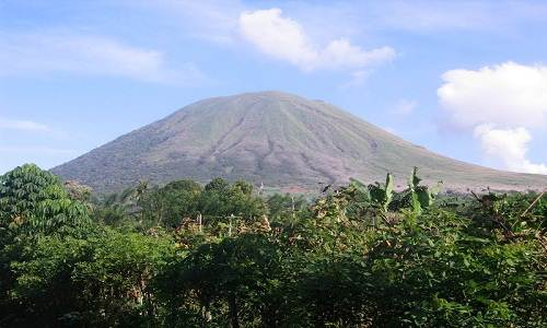 Lokon_volcano_in_Indonesia