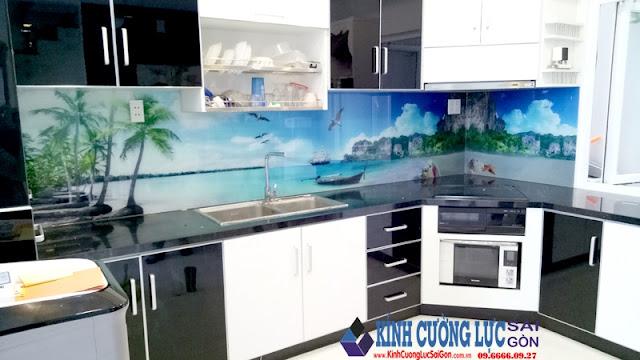 Thi công kính màu ốp bếp tại Tân Bình TPHCM
