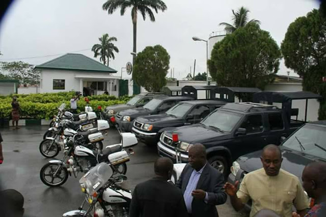 Ikpeazu donates Security Mobility; Commends The Police