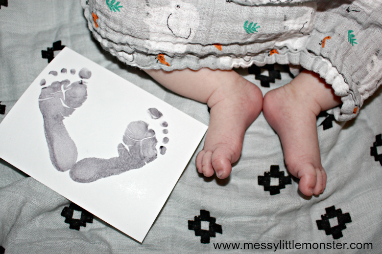 Top tips for how to make the perfect newborn baby footprints. Get baby safe ink or inkless wipes to take these diy prints to use as a baby keepsake or for a baby memory book.