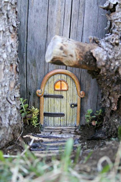 https://1.bp.blogspot.com/-JC-yIaE33Ek/WRec85-W3nI/AAAAAAAAWKI/wSYIfu-HNEksMzT_w2e_QIB0SIy7g91kwCLcB/s640/fairy%2Bdoor.jpg