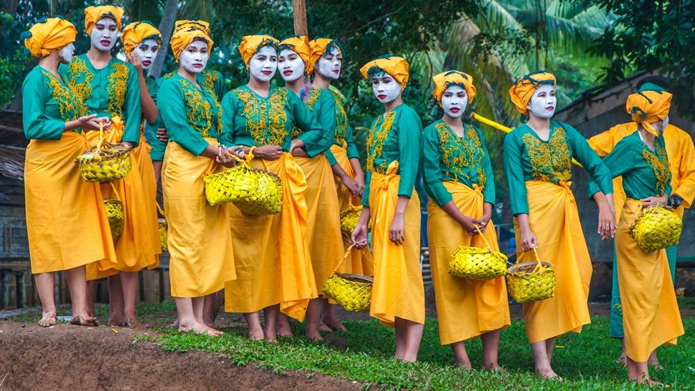 Women of Tabawan