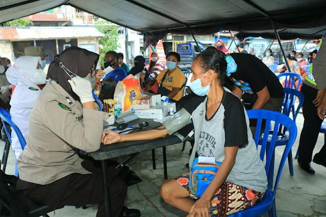 Ratusan Orang Divaksin dalam Gerai Vaksin Presisi Polresta Jayapura Kota di Kloofkamp