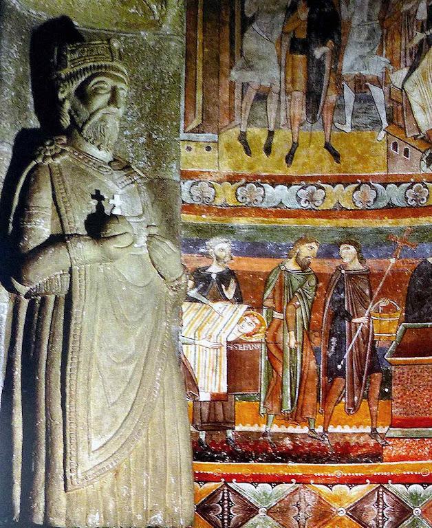 Afrescos carolíngios da Abadia de São João com estátua de Carlos Magno, Müstair, Suíça