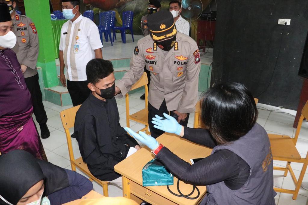 Tinjau Gerai Vaksin Presisi di Kabupaten Lingga, Ini Pesan yang Disampaikan Kabid Humas Polda Kepri
