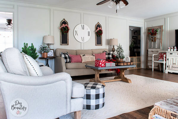 neutral living room with pops of Christmas color