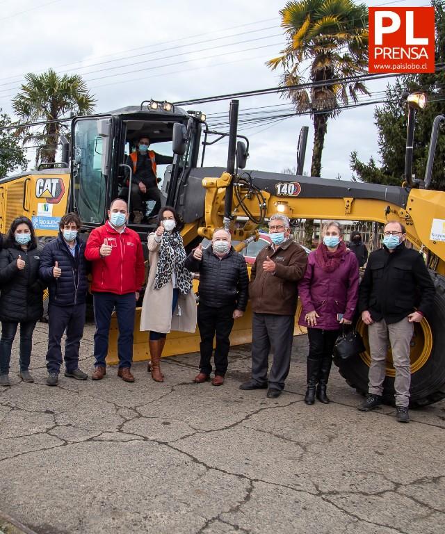 Río Bueno: Municipalidad recibe motoniveladora para mejorar caminos comunales
