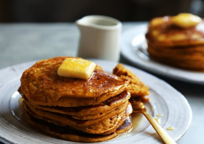 Healthy Fluffy Pumpkin Pancakes #healthy #breakfast