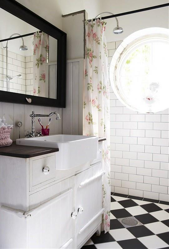 black and white bathroom tiles 2017 - Grasscloth Wallpaper