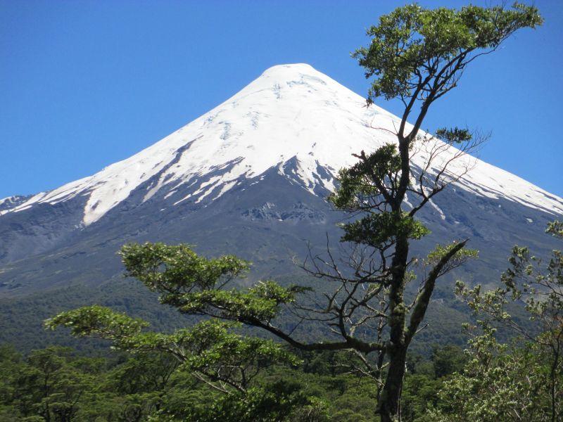 CONAF reitera prohibición de acceso a cumbre del volcán Osorno