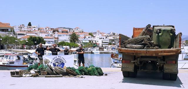 «WE DIVE WE CLEAN»: 900 κιλά απορρίμματα ανέσυραν από το λιμάνι της Ερμιόνης εθελοντές δύτες