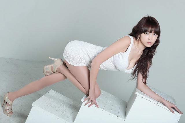 Lee Eun Hye 이은혜 White Mini Dress Pictures 2