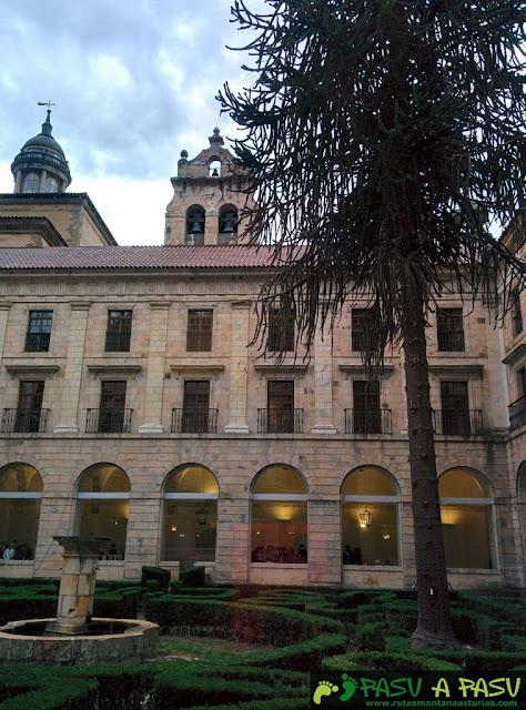 Jardines del Claustro del Monasterio de Corias