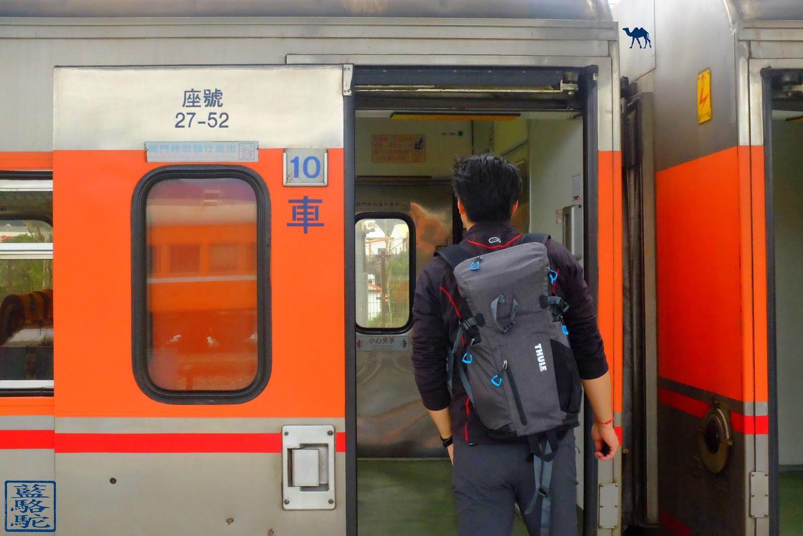 Le Chameau Bleu - Thule Perspektiv sur le train de Taiwan