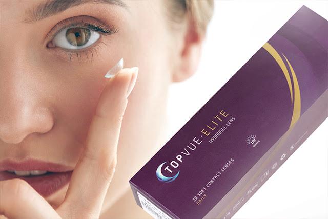 una mujer aplicando lentillas diarias en el ojo y una caja de lentillas
