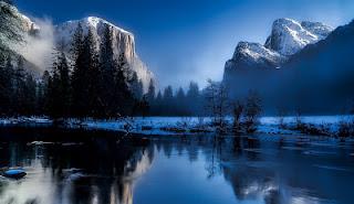 Foto de um lago e montanha