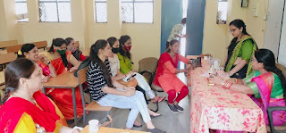षासकीय कन्या महाविद्यालय बड़वानी में मिट्टी के गणेशजी की प्रतिमा बनाने का प्रशिक्षण