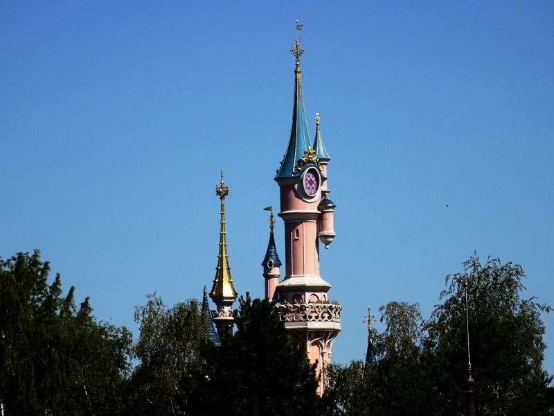 Ouverture de Disneyland Paris, vue du chateau de la belle au bois dormant