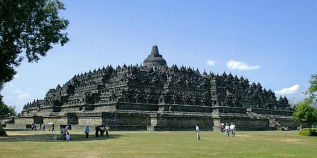 Contoh Teks Ulasan Budaya Candi Borobudur