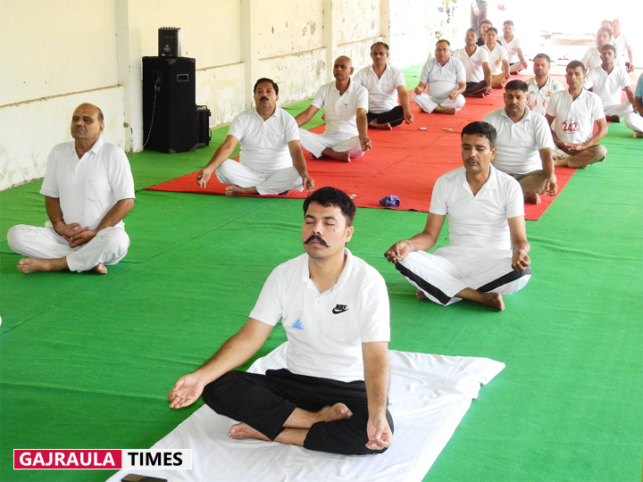 vipin-tada-during-yoga-classes