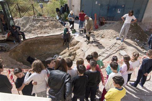 Μυκηναϊκός τάφος με εντυπωσιακά κτερίσματα στη Σαλαμίνα