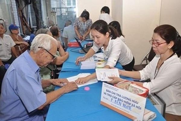 Đẩy mạnh thực hiện chi trả lương hưu, trợ cấp BHXH, trợ cấp thất nghiệp không dùng tiền mặt