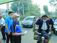 Bupati HSU Bersama KNPI dan Relawan Bagi-Bagi Masker Gratis ke Warga Kota Bertakwa