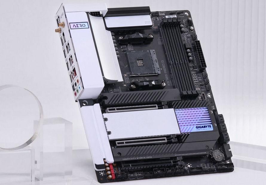 Gigabyte X570S Serisi Yeni Anakart