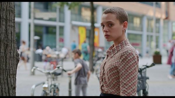 Poco ortodoxa Temporada 1 Completa HD 720p Latino Dual