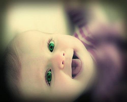 Photo bébé yeux vert