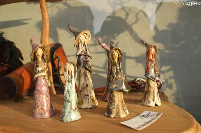 I tanti oggetti di artigianato legato alle leggende di Paimpont