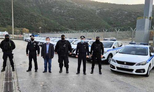 Δεκατέσσερα νέα υπηρεσιακά οχήματα παρέλαβε η Αστυνομική Διεύθυνση Θεσπρωτίας από το Υπουργείο Προστασίας του Πολίτη, παρουσία του Αστυνομικού Διευθυντή Θεσπρωτίας Ιωάννη Παππά, του Προέδρου της Ένωσης Αστυνομικών Υπαλλήλων Βασίλη Νάκου και του Βουλευτή Θεσπρωτίας Βασίλη Γιόγιακα.