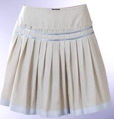 Foto de falda perla tableada desde la cadera