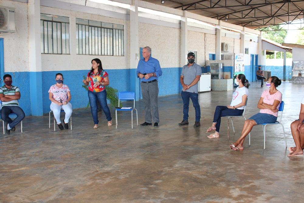 Adelino Follador participa de inauguração de Escola Estadual no distrito de Estrela Azul