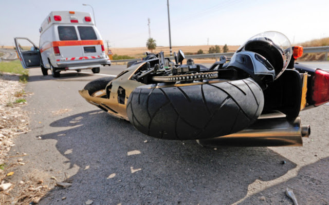 Τροχαίο ατύχημα σημειώθηκε νωρίς το μεσημέρι της Τετάρτης (09/09) στην Κέρκυρα, όταν μοτοσικλετιστής συγκρούστηκε με πυροσβεστικό όχημα το οποίο κατευθυνόταν σε σημείο που είχε ξεσπάσει φωτιά.
