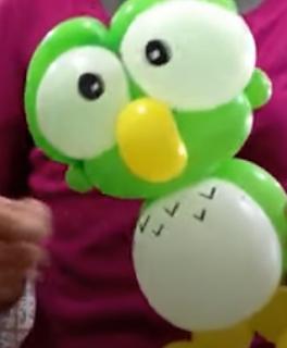 Eule aus Luftballons.