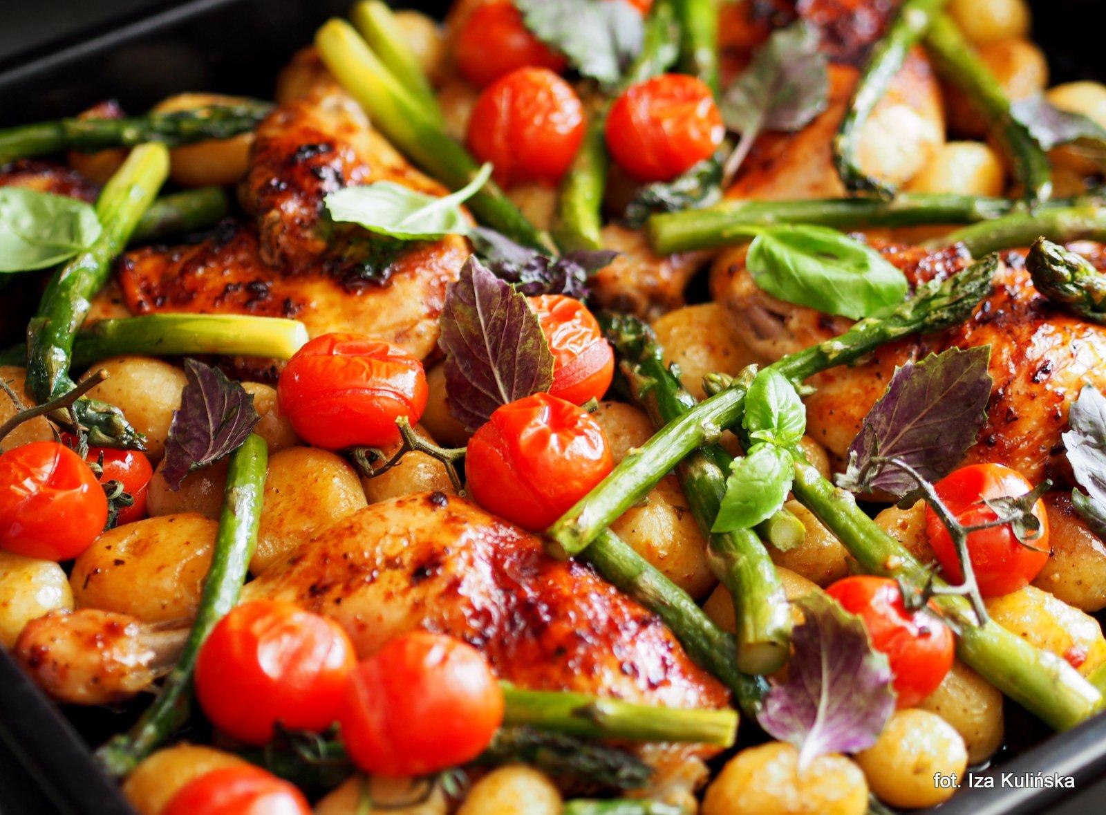 kurczak z warzywami, obiad pieczony, danie pieczone, pieczyste, warzywa pieczone, kurczak z piekarnika