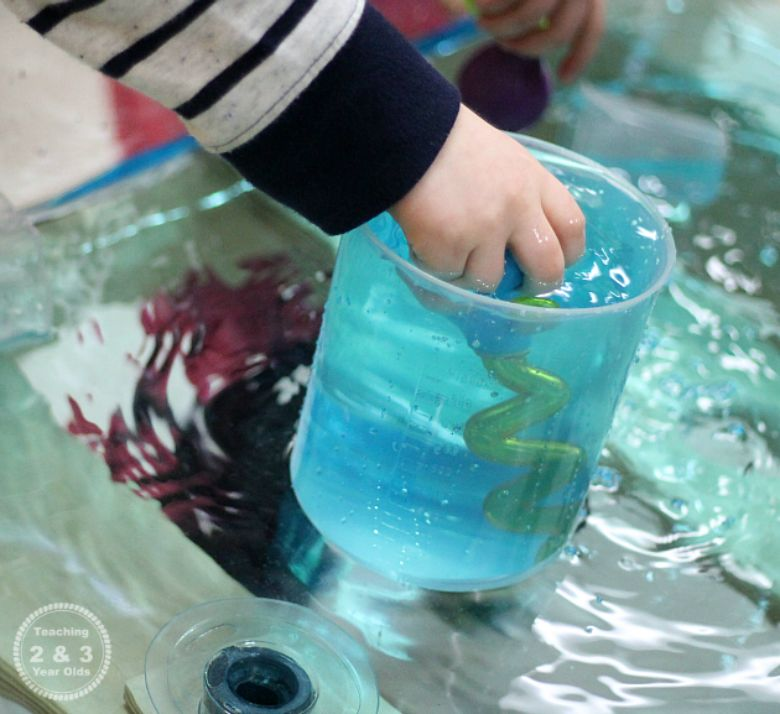 fine motor water play activity for toddlers and preschoolers