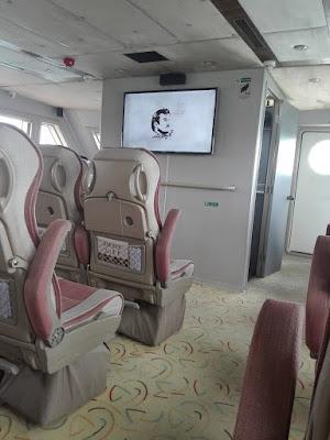 interior boat disertai board yang nyaman