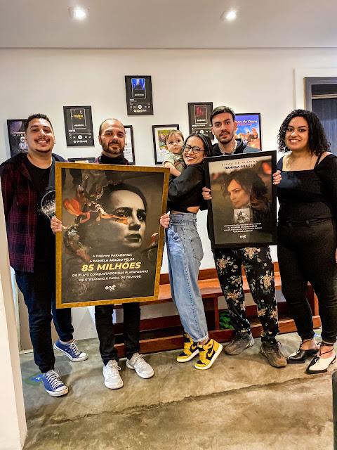 Daniela Araújo placas comemorativas, alcançados plataformas