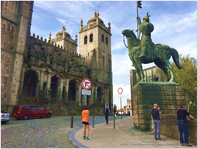 Catedral de la Sé y estatua de Alfonso Henriquez, el primer rey portugués