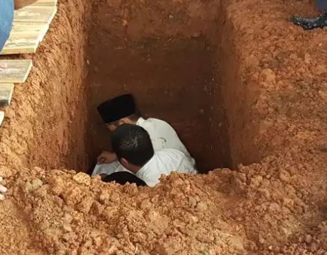 Cara Menggali Lubang Kubur Untuk Mayit