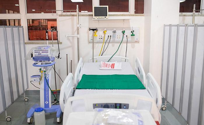 Leito com respirador, essencial para casos graves de covid-19