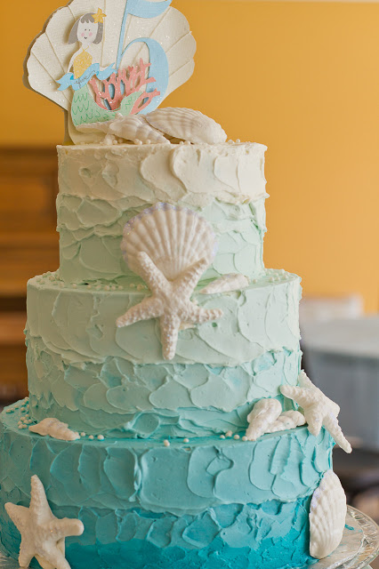 blue and white under the sea cake