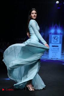 Actress Amyra Dastur Walk On Ramp for Designer Karn Malra at LFW Summer 2017  0015.jpg