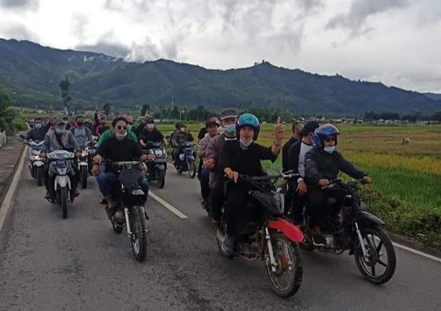 AZAS Blusukan Naik Motor Odong-odong, Diarak Milenial dan Ratusan Simpatisan Kumun Debai
