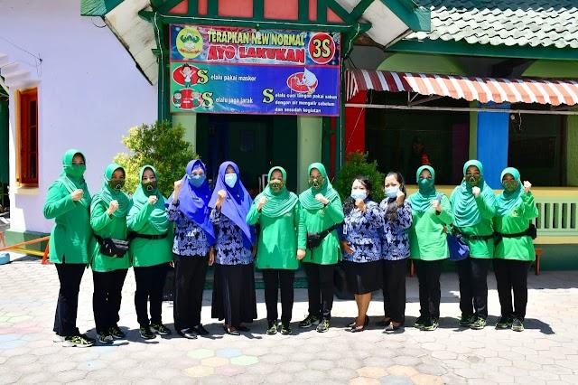 Kunker ke Korem 081/DSJ, Ketua Persit KCK PD V/Brawijaya Kunjungi TK, SD dan Panti Asuhan