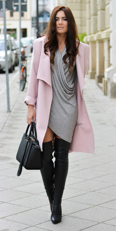 Need Style Inspiration for Fall Season. See these 31 Most Popular Fall Outfits to Truly Feel Fantastic. Fall Style via higiggle.com | dress + coats | #fall #falloutfits #bodycon #coat