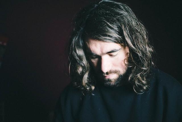 """Km/h est le premier extrait de """"Bile Noire"""", l'album d'Emmanuel Emo à venir à la rentrée prochaine."""
